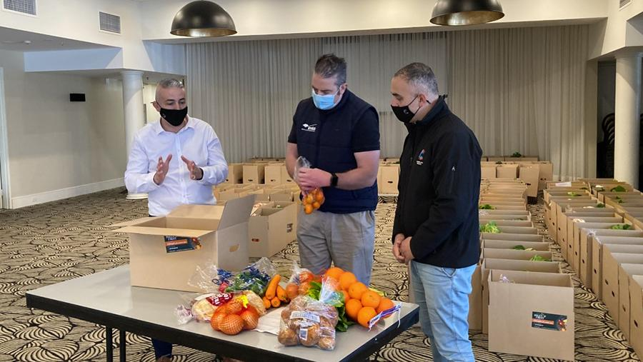 Preparing boxes mixed with fruit and vegetables.